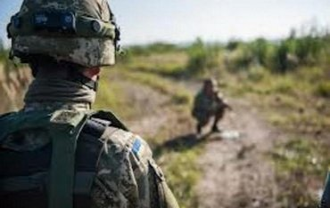 В результате взрыва осколочные ранения предплечья получил 19-летний солдат - фото 1