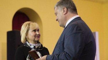Награду за Сущенко получила его жена Анжела - фото 1