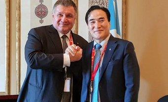 Аваков с новым главой Интерпола - фото 1