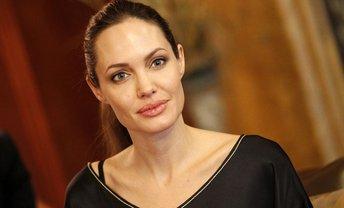 Анджелина Джоли станет радиоведущей - фото 1