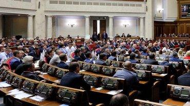 Нардепы обсуждают введение военного положения - фото 1