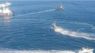 У третьего пленного моряка ранены обе ноги, но русские говорят, что предоставили ему средства передвижения - фото 1