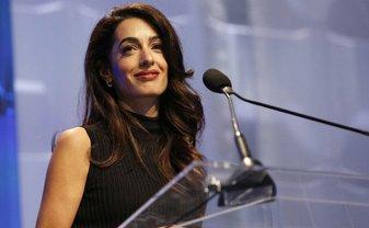 Амаль Клуни призналась, что была жертвой домогательств - фото 1