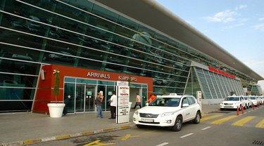 В аэропорту Тбилиси начали усиленно проверять мужчин-украинцев - фото 1
