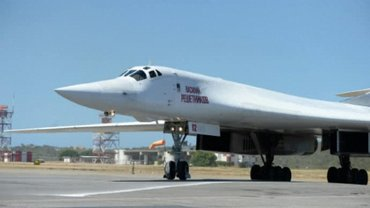 В Каракас прибыло около 100 российских пилотов - фото 1