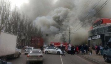 В Одессе масштабный пожар, небо потемнело - фото 1
