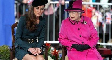 Елизавете II не нравится, что у Кейт Миддлтон нет работы - фото 1