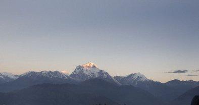 Автобус со студентами рухнул с 700-метровой высоты в Непале: более 20 погибших - фото 1