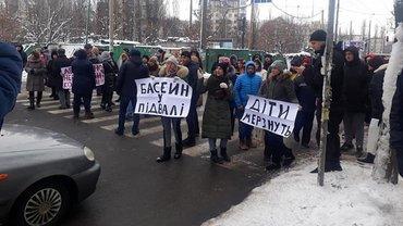 В Киеве перекрыли дорогу - фото 1