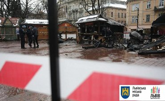 Пожар на ярмарке во Львове: двое людей в реанимации - фото 1