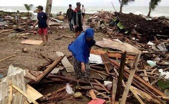 Из-за цунами в Индонезии погибло 220 человек - фото 1