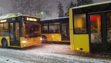 В Киеве изменили движение общественного транспорта - фото 1