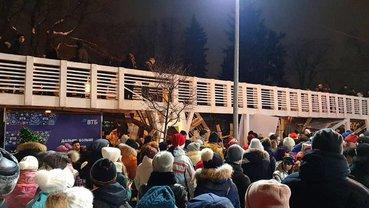 На русских упал мост на Новый год, но они не прекратили празднование - фото 1