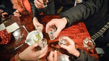 Сырье для подделки алкоголя завозят в Украину бесконтрольно - фото 1