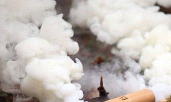 В торговом центре Киева произошел взрыв из-за не умеющего пользоваться дымовыми шашками - фото 1