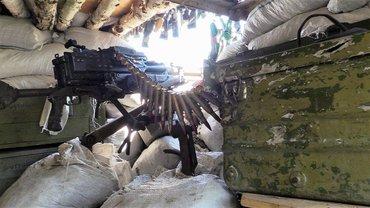 В зоне боевых действий на Донбассе ранение получил украинский военный - фото 1