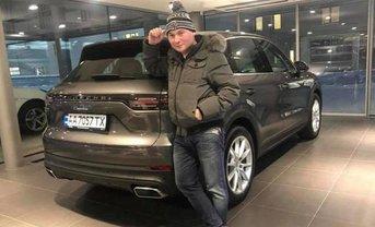 Геннадий Лепский прикупил элитное авто и записал его на брата - фото 1