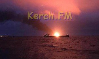 Уже два корабля масштабно горят у берегов оккупированного Крыма - фото 1