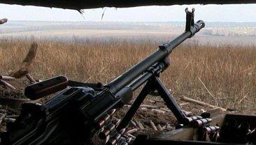 Российские террористы обстреляли жилые кварталы поселка на Донбассе - фото 1