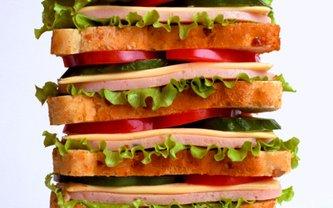Супрун рассказала, о вреде бутербродов с колбасой - фото 1