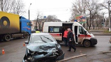 В центре Николаева депутат попал в ДТП с пострадавшими - фото 1
