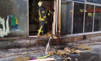 В Киеве неизвестный в военной форме поджег Roshen - фото 1