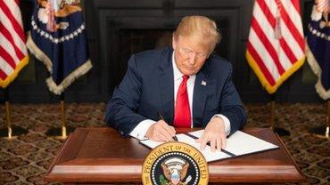 Трамп подписал правительственный бюджет - фото 1