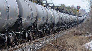 В Канаде поезд с нефтью сошли с рельсов - фото 1