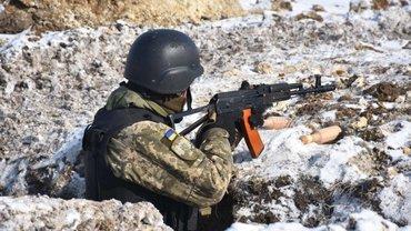 На Донбассе в результате обстрелов погиб военный - фото 1