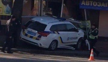 Ездоки полиции устроили тройное ДТП, пострадали участники ДТП - фото 1