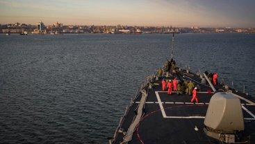 Ракетный эсминец ВМС США покинул порт Одессы - фото 1