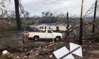 В США из-за торнадо погибли люди - фото 1