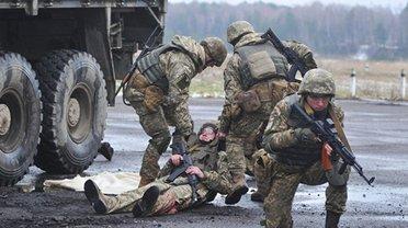 Российские террористы ранили двоих бойцов ООС - фото 1