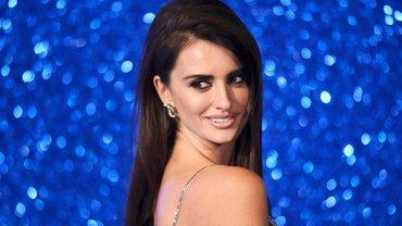 Пенелопа Крус продефелировала на показе Chanel - фото 1