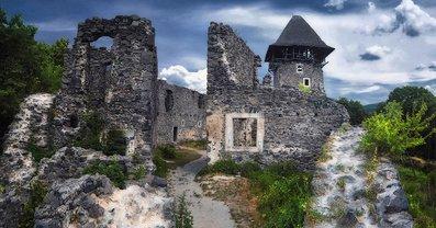 На Закарпатье обвалилась аварийная часть Невицкого замка - фото 1