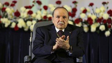 Забронзовевший президент Алжира - фото 1
