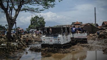 В Индонезии увеличилось количество погибших от наводнения - фото 1