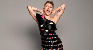 Певица Майли Сайрус вызвала ажиотаж в сети интимным фото - фото 1