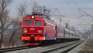 Пассажирский поезд сошел с рельс - фото 1