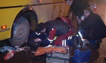 16-летняя школьница попала под колеса автобуса - фото 1