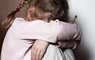 Ребенка изнасиловали прямо в вагоне электрички - фото 1
