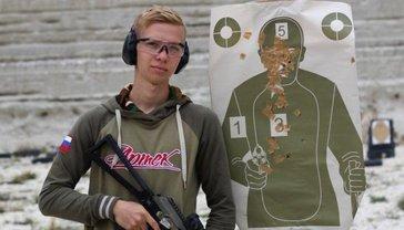 Так выглядят униженные из-за джинсов по версии российских террористов - фото 1