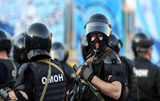 Оккупанты с оружием вломились в дома крымских татар – ВИДЕО - фото 1