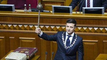 Зеленский подписал свой первый указ - фото 1