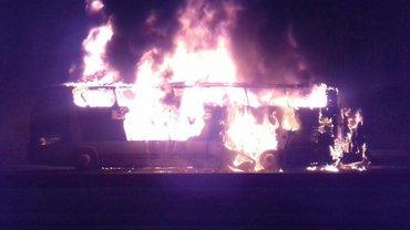 Автобус, который вез украинских туристов, скорел дотла - фото 1