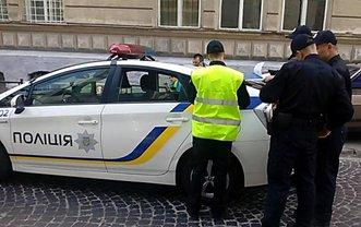 Полицейский сбил двух пешеходов: что произошло  - фото 1
