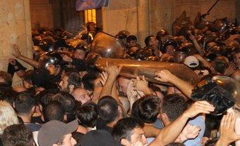 Протесты в Грузии продолжаются - фото 1