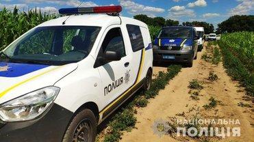 Полиция обнаружила тела двух убитых женщин на соседних кукурузных полях - фото 1