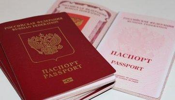 Путин якобы собрался раздавать паспорта России жителям всего Донбасса - фото 1