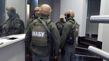 Детективы НАБУ не могут попасть к офисам Порошенко - фото 1